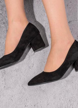 Замшевые туфли на среднем каблуке (328466)