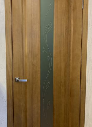 Двери межкомнатные с натурарьного дерева под ключ.