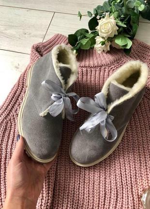 Женские зимние замшевые ботинки, серо-белые
