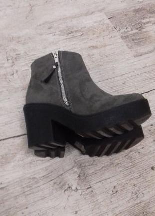 Стильные ботинки деми на тракторной подошве Newlook
