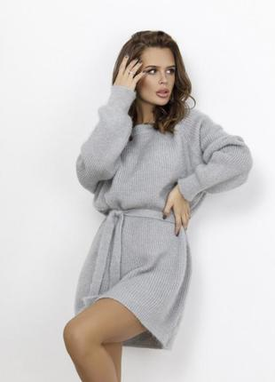 Зимнее вязаное платье из пряжи травка