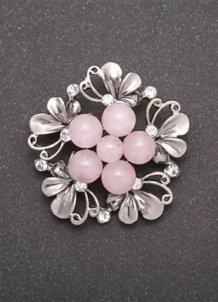 Брошь с натуральным камнем розовый кварц
