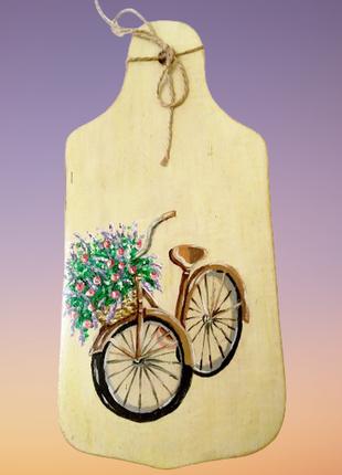Деревянная разделочная доска, велосипед с букетом цветов, ручн...