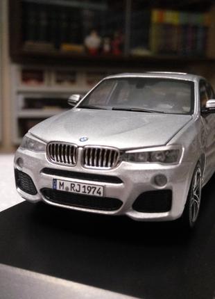 Модель BMW X4 Series Dealer Collection, 1:43