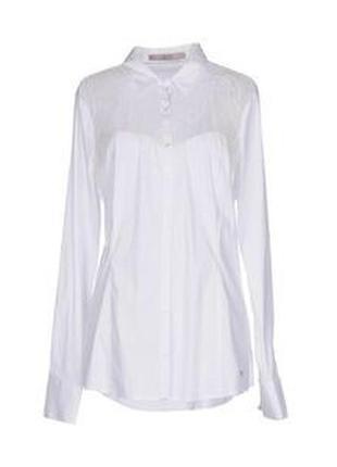 Блузка-рубашка с гипюровой вставкой.