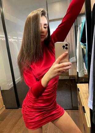 Платье из бархата красное