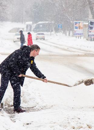 Уборка снега в ручную Киев
