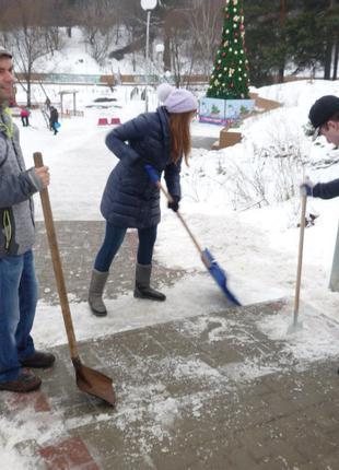 Уборка снега в ручную и техникой. Киев