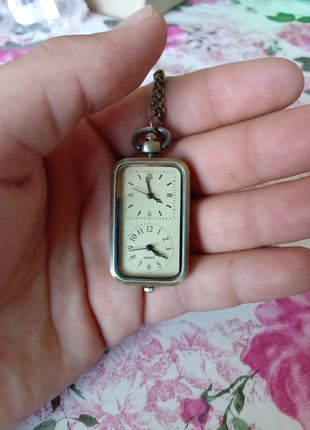 Карманные часы с двумя циферблатами