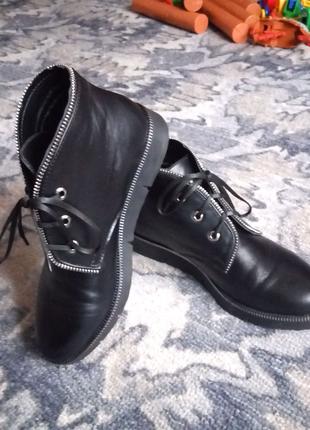 Осенне-весенние кожаные ботинки фирмы MIDA