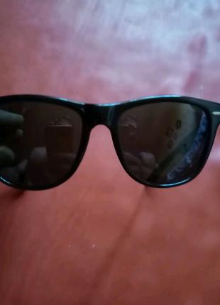 Солнцезащитные очки Ray-Ban.