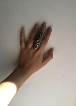 Очень необычное кольцо на весь палец