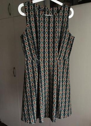 Красивое платье в ретро стиле с узором