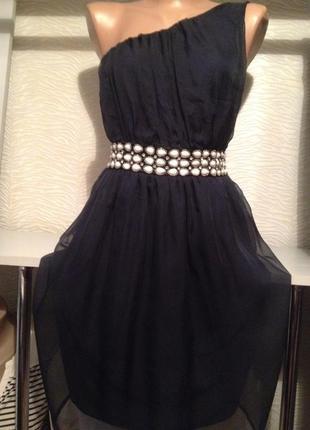 Нарядное платье с красивым поясом из бисера