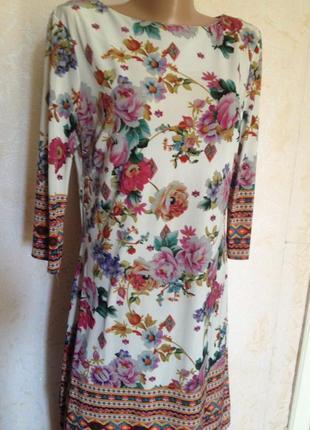 Коротенькое платье с цветочным принтом