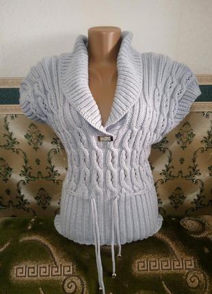 Женская жилетка вязаная с брошкой теплая. цвет серый.