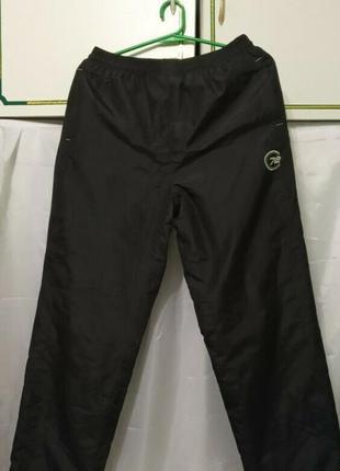 Мужские брюки спортивные штаны плащевка на байке. цвет черный
