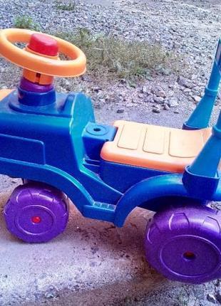 Детский автомобиль - каталка