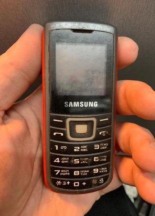 Мобильный телефон Samsung e1100t под ремонт или запчасти