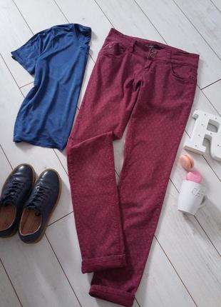 Мега стильные джинсы бордо с рисунком  slim...# 292