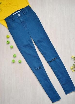 Крутые джинсы с необработанным краем и дырками zara
