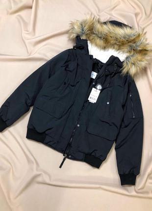 Очень тёплая куртка с капюшоном и манжетами