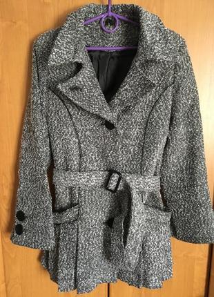 Твидовое пальто с поясом и красивыми складками осень зима