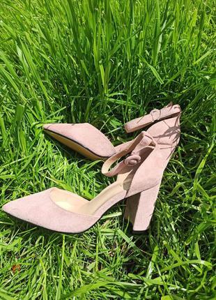Пудровые босоножки закрытый носок туфли пудра розовые на толст...