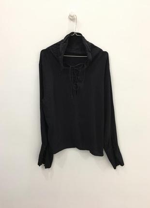 Блуза / нет шнуровок на рукавах