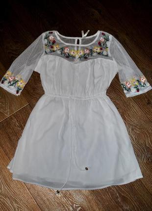 Продам платье белое с вышивкой шикарное на девочку рост до 155