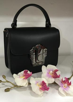 Шикарная сумочка кожа италия на цепочке