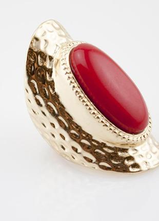 Кольцо с красно кораловым камнем
