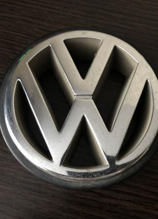 значок передний в решётку VW для Гольф 3