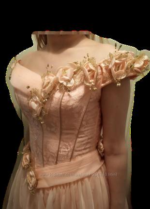 Шикарное вечернее платье на свадьбу или выпускной.