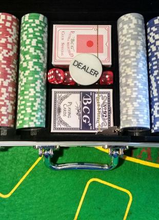 Набор для игры в покер в кейсе 300 фишек с номиналом новый набор