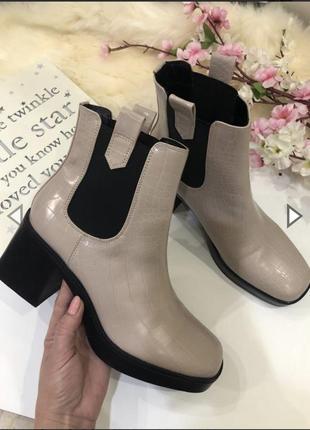 Стильные женские ботинки на толстом каблуке, тракторная подошва,