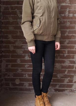 Стильный утепленный бомбер куртка ветровка цвета хаки