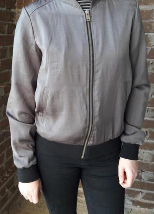 Атласный бомбер куртка хаки