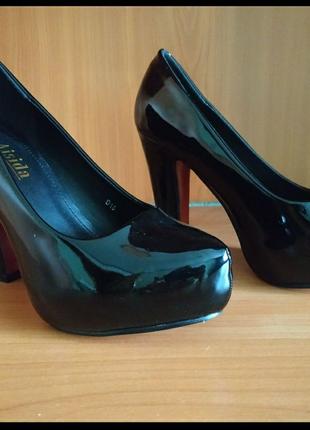 Туфли женские лаковые на каблуке Aisida