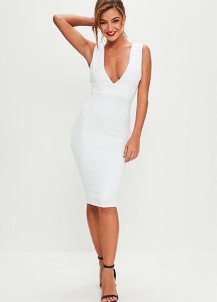 Белое нарядное платье-футляр с глубоким вырезом - 40% скидка!