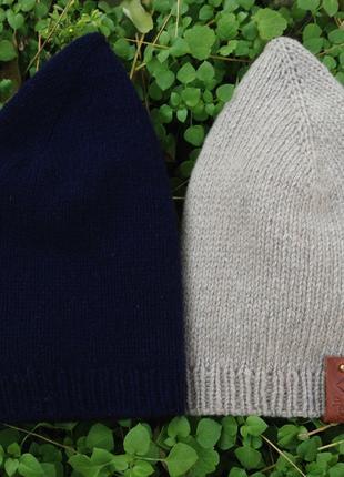 Демисезонная вязаная шапка из пряжи с кашемиром