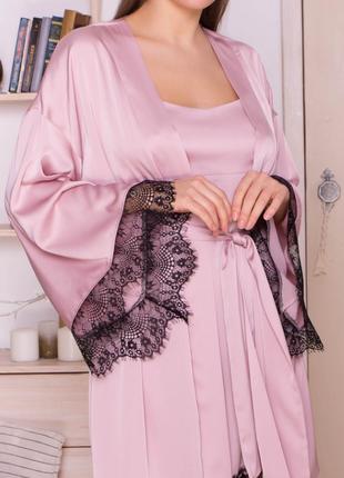 Красивый халат с шелка армани и с кружевом