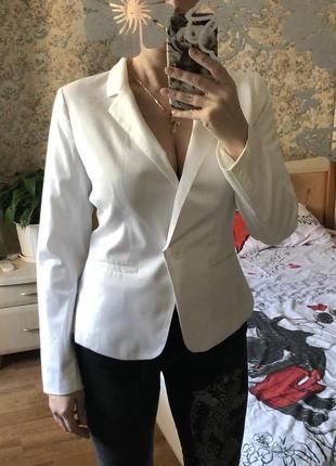 Пиджак женский белый с вышивкой. Новый