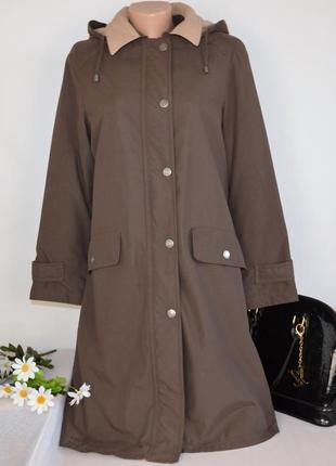 Брендовая коричневая куртка с капюшоном и карманами синтепон э...