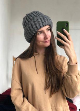 Вязанная шапка  объемная крупной вязки
