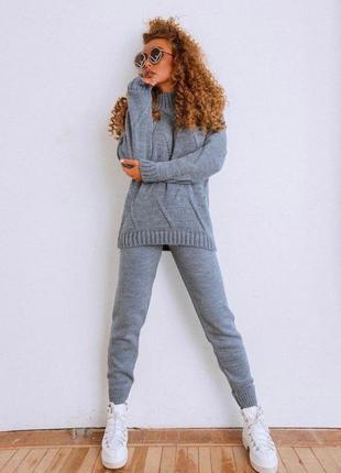 Вязаный костюм брюки и свитер