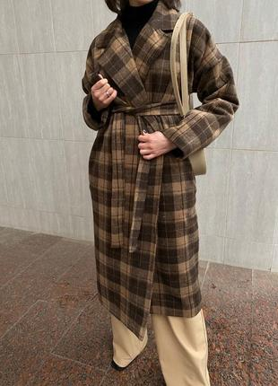 Теплое шерстяное пальто с утеплителем