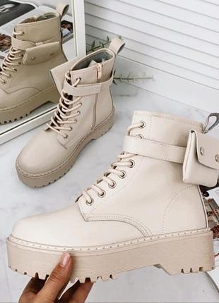 Бежевые ботинки с эко кожи