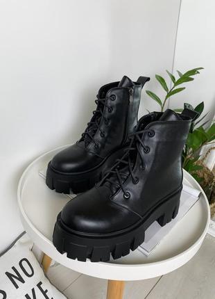 Кожаные ботинки на массивной подошве