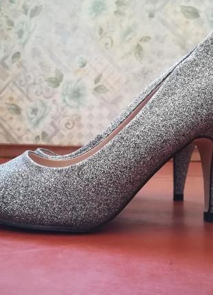 Туфли лодочки на каблуке нарядные серебряные